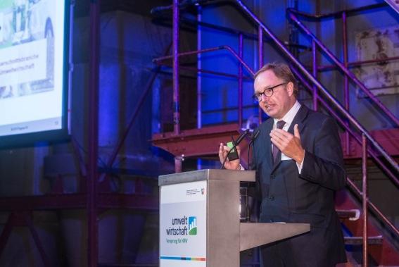 Christian Böllhoff hinter dem Rednerpult.