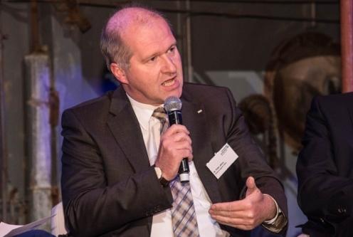 Dr. Peter Jahns in der Gesprächsrunde.