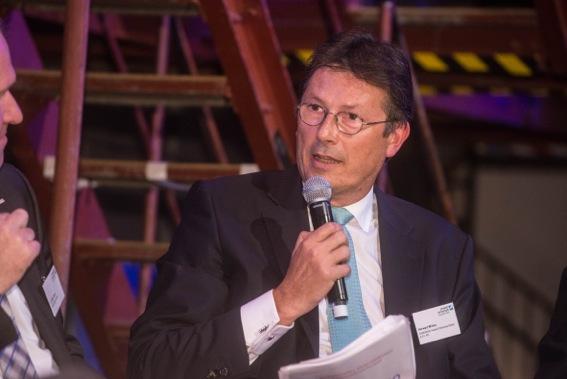 Der Geschäftsführer der Remondis AG, Herwart Wilms, diskutiert in der Gesprächsrunde.