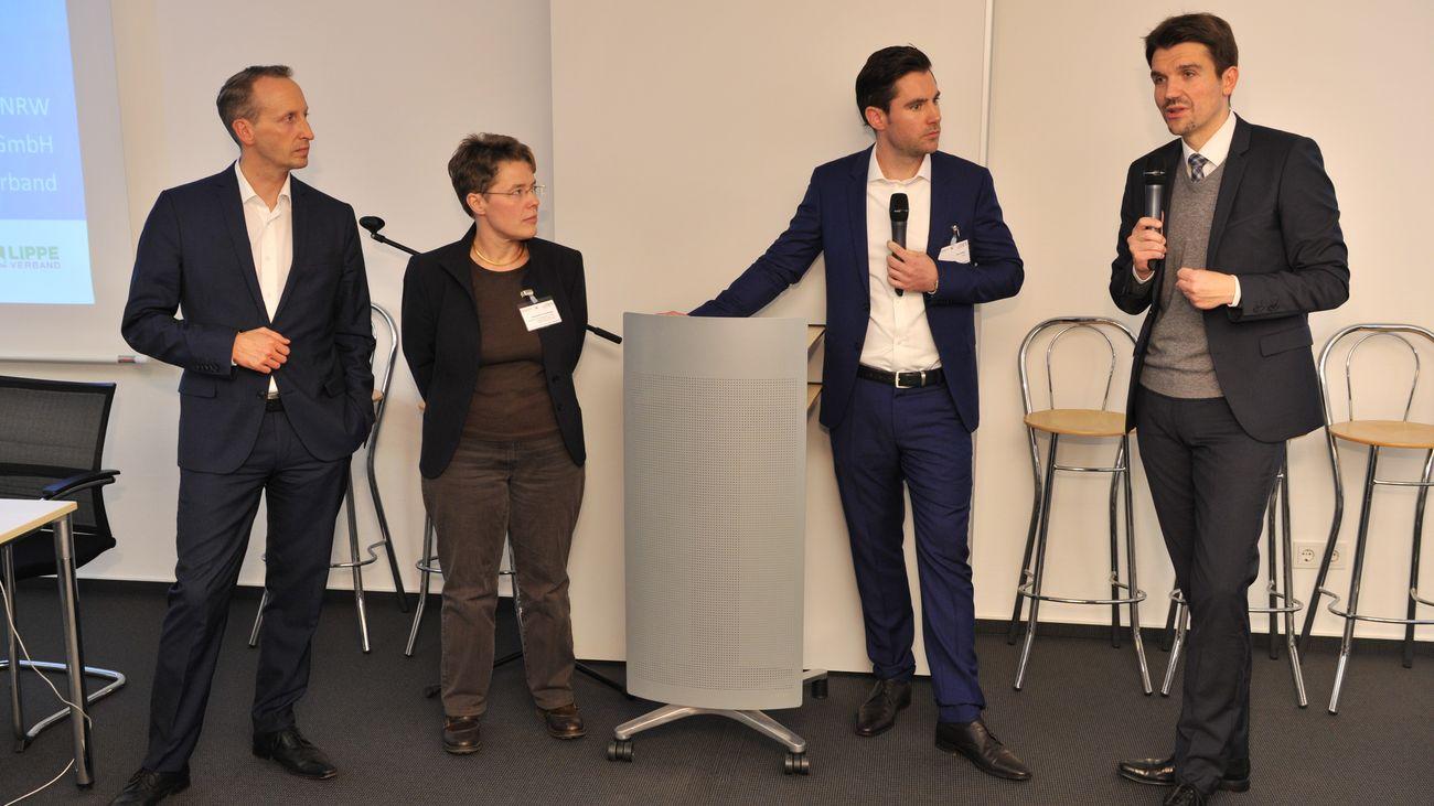 Gruppenbild der Gesprächsteilnehmer