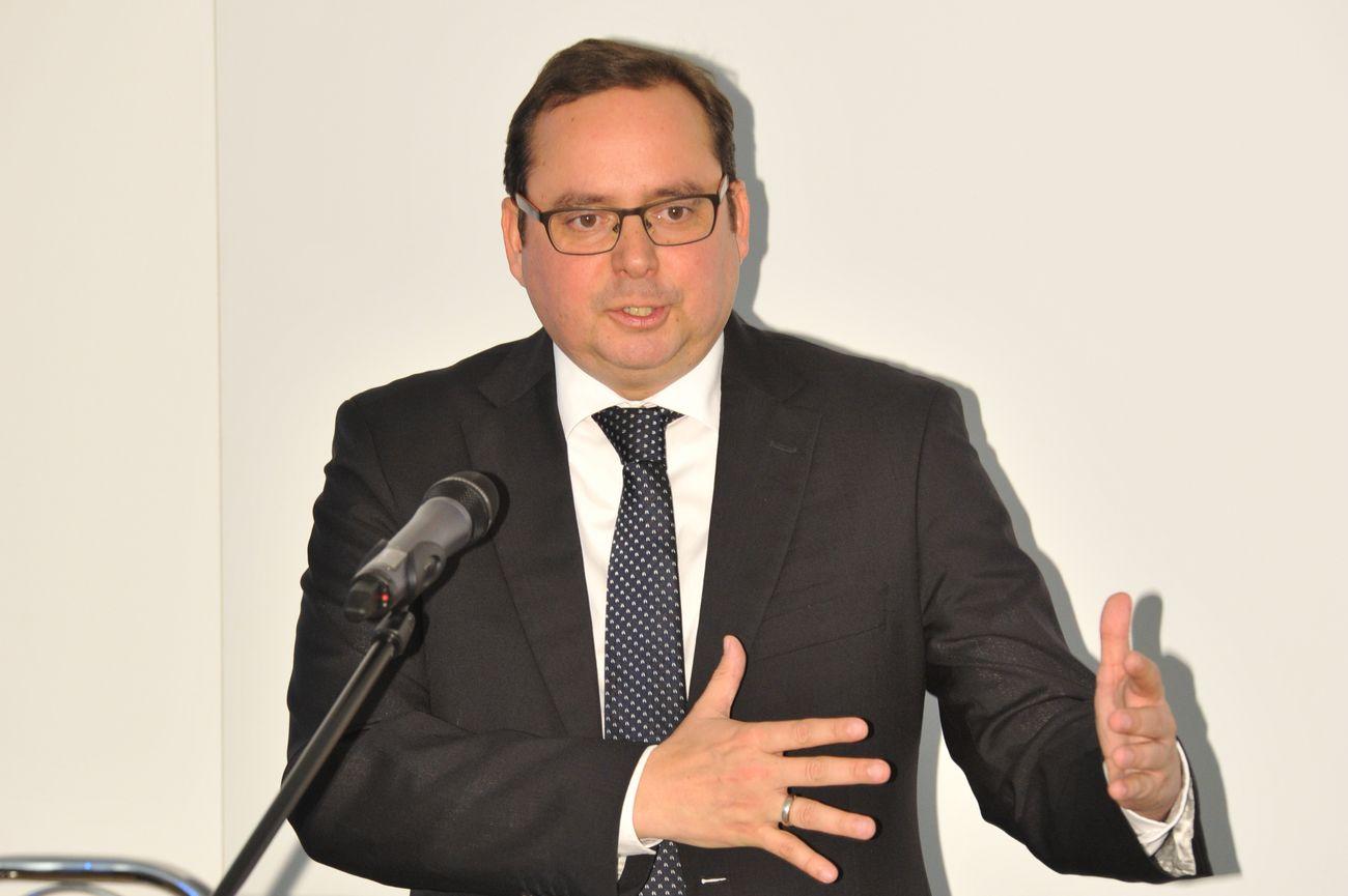Thomas Kufen steht am Rednerpult