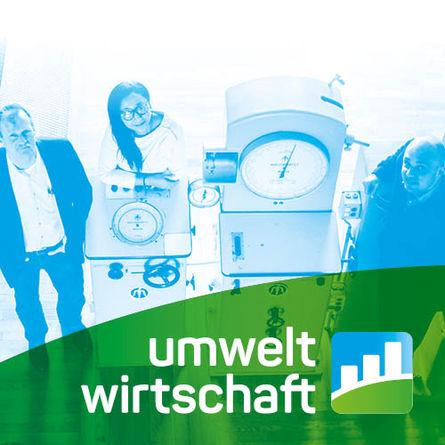 Drei Personen in einer Werkshalle mit dem Logo Umweltwirtschaft