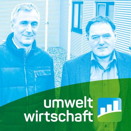 Die Geschäftsführer, davor das Logo Umweltwirtschaft NRW